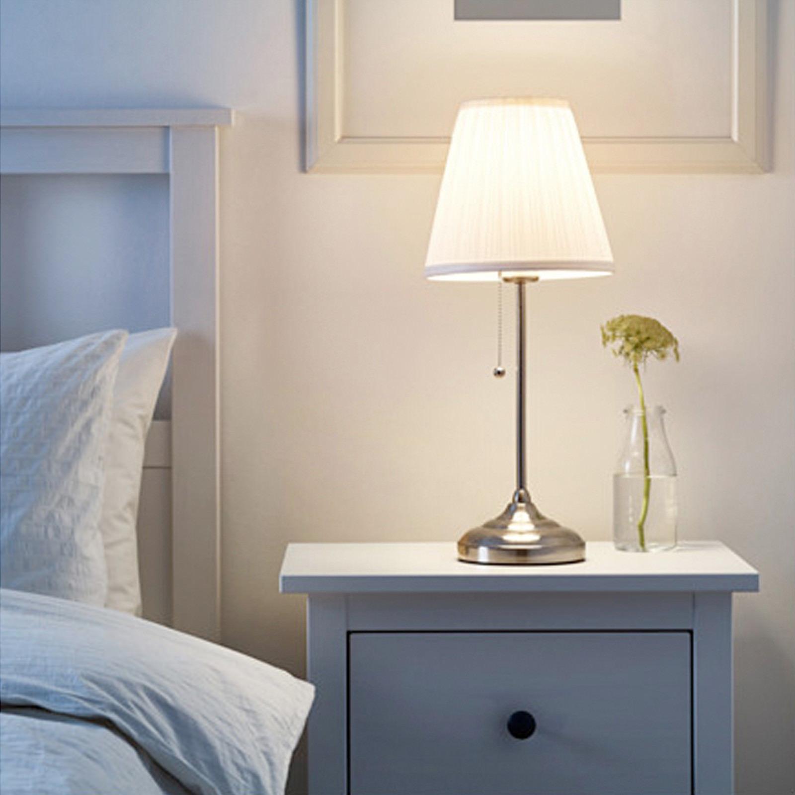 ikea Årstid tischlampe weiß nachttischlampe regalleuchte