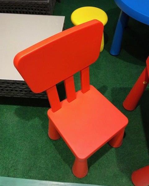 ikea mammut kinderstuhl rot mit lehne sitz stuhl kinderm bel kindersitzgruppe traumfabrik xxl. Black Bedroom Furniture Sets. Home Design Ideas