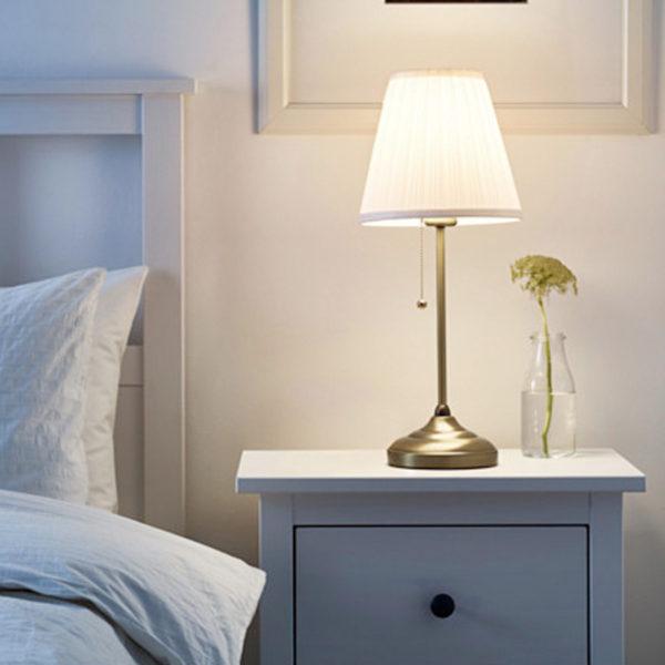 IKEA ÅRSTID Tischlampe Messing Nachttischlampe Regalleuchte ...